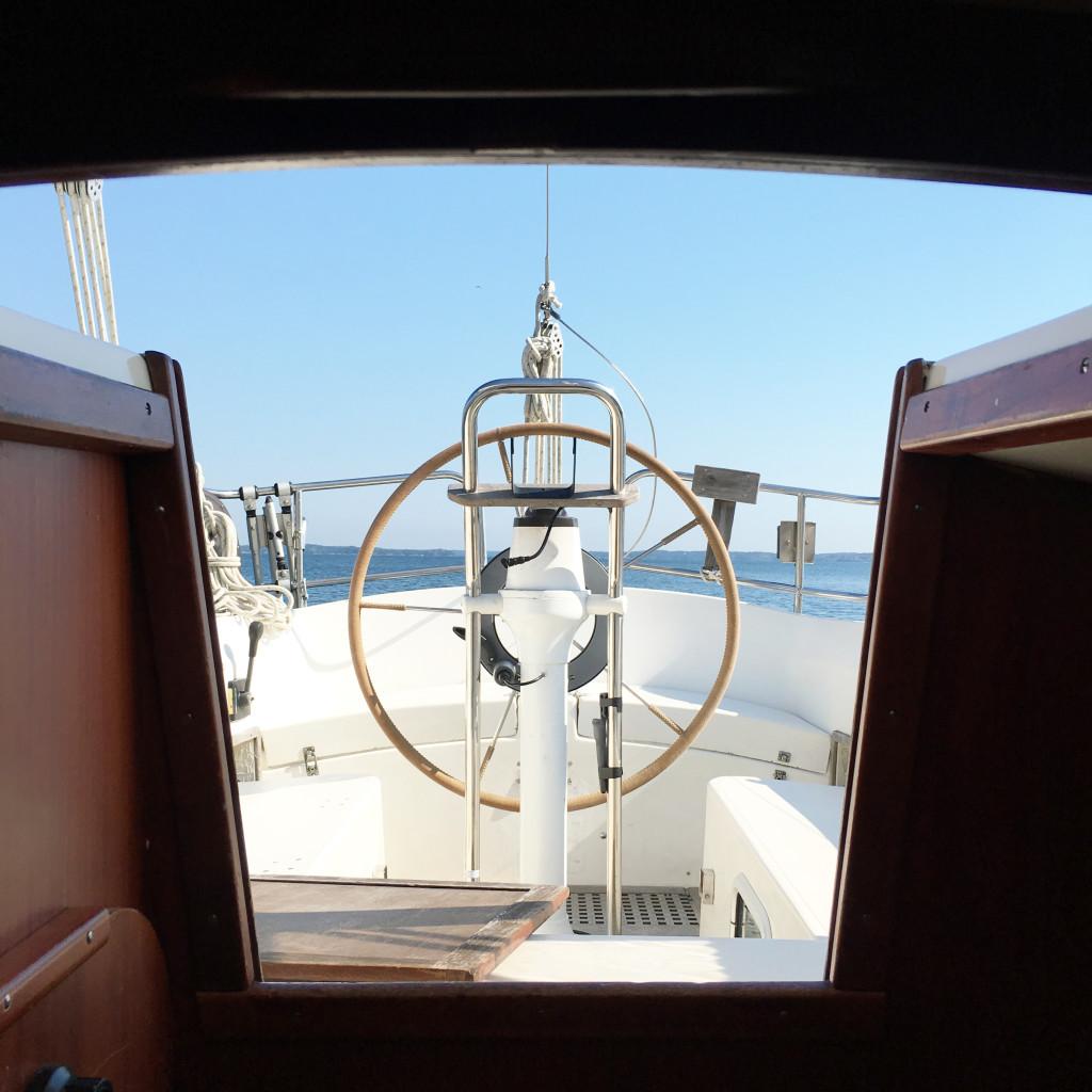 Segelsemester, segelbåt, blå himmel