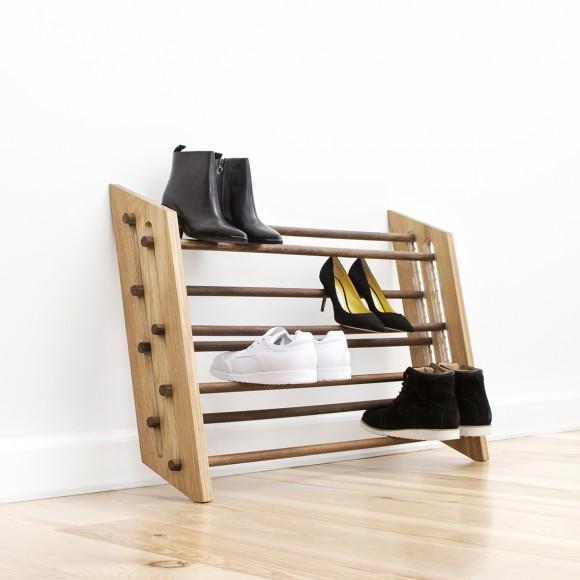 Moderns skoställ i trä från Roon & Rahn